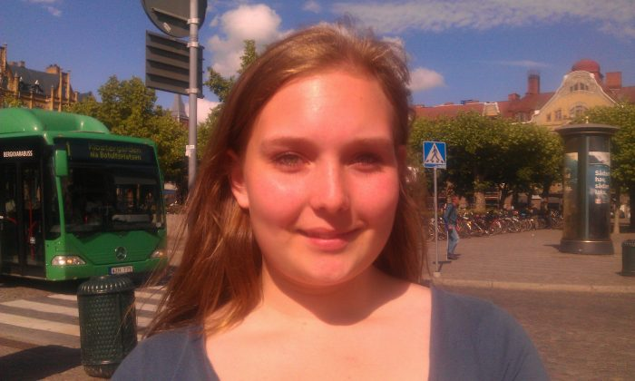 Hofterup, Sweden Linnea Gustavsson, 16, Science Student: No, I personally don't feel this pressure on me, but it depends who your friends are, and what kind of environment you are in. I know that some students feel this pressure.
