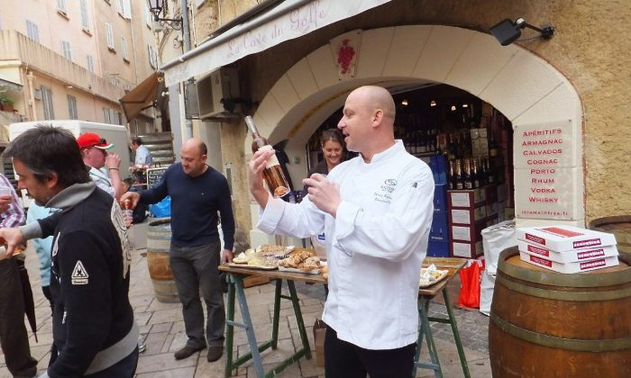 Chef Tomasz enthusiastically describes a local St Tropez rosé wine. (David Ellis)