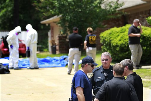 In this May 31, 2013 file photo, authorities search a residence in New Boston, Texas in connection with a federal investigation surrounding ricin-laced letters (AP Photo/Texarkana Gazette, Evan Lewis, File)