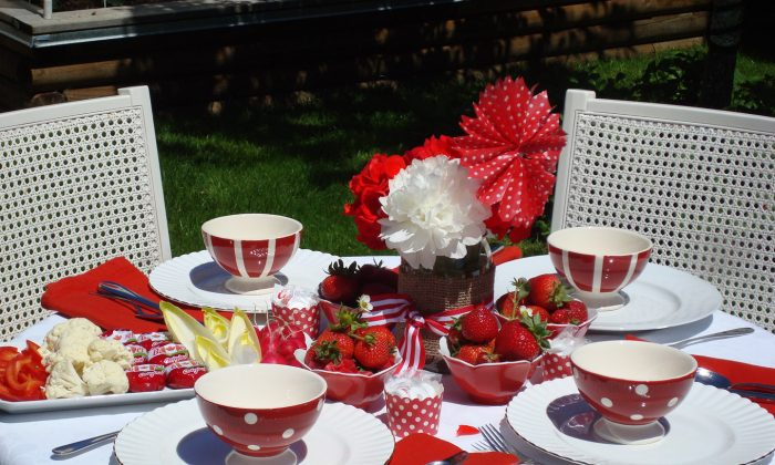 An outdoor table decorated for Canada Day celebrations. (The Epoch Times)