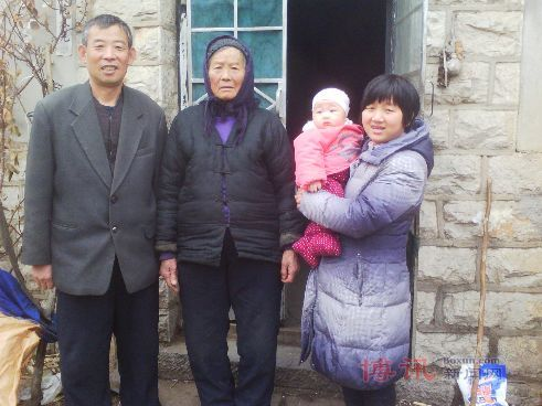 Chen Guangfu (left), his mother, Wang Jinxiang (middle), and Lu Qiumei, a visitor, stand outside their home in Dongshigu Village, Shandong Province. The family of human rights lawyer Chen Guangcheng continues to face harassment and surveillance by local Chinese authorities. (Boxun.com)