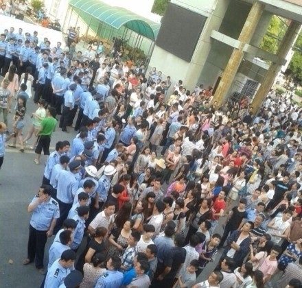 "Police arrived to disperse a crowd of angry students and parents, who surrounded a high school in Zhongxiang City, Hubei Province after strict regulations were implemented to prevent cheating on the national college entrance exam, or ""gaokao,"" administered on June 7 and 8. (Sina Weibo.com)"