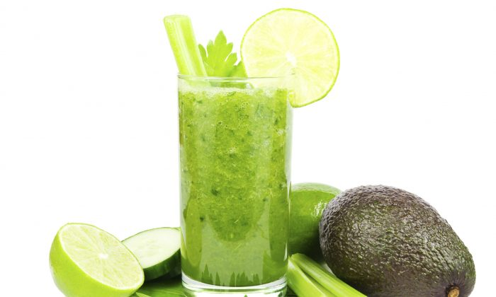 Green vegetable smoothie. (IngaNielsen/photos.com)