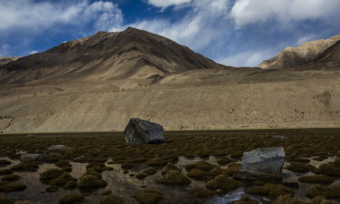 A file photo taken on the road leading to the Pangong Lake near Leh, India, with the Himalayan mountain range to the south on Oct. 5, 2012. (Daniel Berehulak/Getty Images)