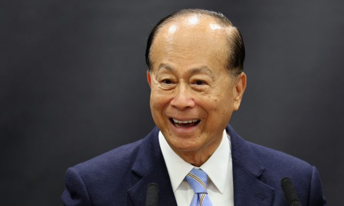 This file photo shows businessman Li Ka Shing, who according to Forbes is the eighth richest person in the world, on May 3, 2013 in Oxford, England. Li has recently been investing large amounts of money outside of China. (Oli Scarff/Getty Images)