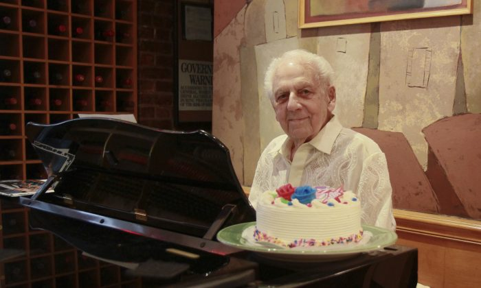 Irving Fields, 98, plays the piano six days a week at Nino's Tuscany Steakhouse in New York City, July 2013. (Amelia Pang/Epoch Times)