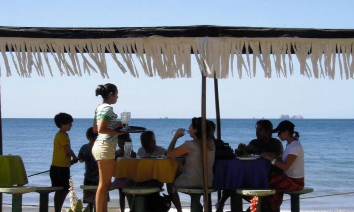 A sea-side meal at a diner near Tamarindo, Costa Rica. Costa Rica is the happiest place on earth, according to the Happy Planet Index. (Tara MacIsaac/Epoch Times)
