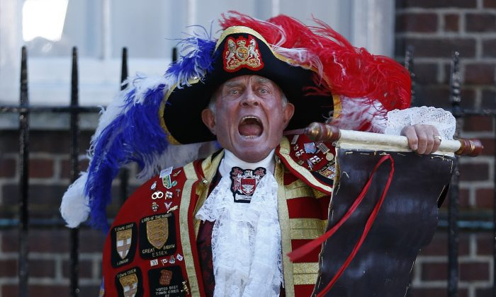 Tony Appleton, a town crier,  announces the birth of the royal baby, outside St. Mary's Hospital exclusive Lindo Wing in London, Monday, July 22, 2013. The infant will become third in line for the British throne after Prince Charles and William. (AP Photo/Lefteris Pitarakis)