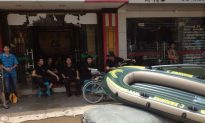 Netizens: Rescue Teams Say to China's Flood Victims, 'Pay Us First' (+Photos)