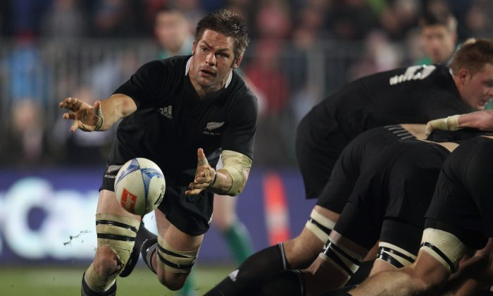 Back in for New Zealand ... All Black captain Richie McCaw acting as half-back last year, before his lay-off. (Phil Walter/Getty Images)