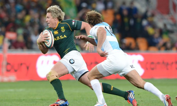 South Africa Springboks captain Jean de Villiers breaks the Argentina Puma defence during their Rugby Championship match. (Lee Warren/Gallo Images)