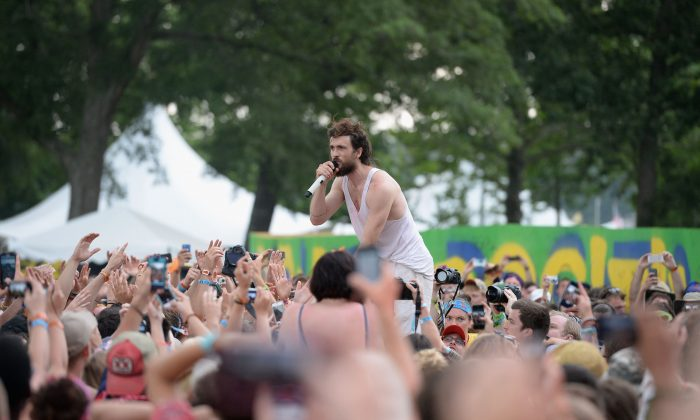 Alex Ebert of Edward Sharpe and The Magnetic Zeros performs onstage during day 4 of the 2013 Bonnaroo Music & Arts Festival on June 16, 2013 in Manchester, Tennessee. (Jason Merritt/Getty Images)