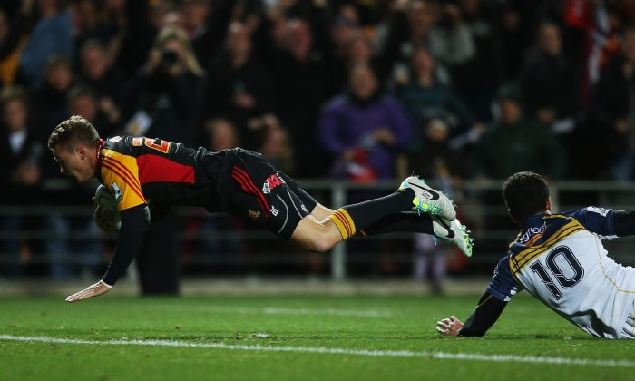 Robbie Robinson of the Chiefs dives over to score during the Super Rugby Final against the Brumbies at Waikato Stadium in Hamilton on August 3, 2013. (Hannah Johnston/Getty Images)
