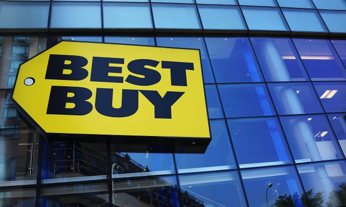 A Best Buy store facade is seen on Aug. 20, 2013 in New York City. (Spencer Platt/Getty Images)