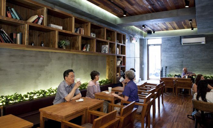 The second floor of the new Caffe Bene on Seventh Avenue and 27th Street, July 31. (Samira Bouaou/Epoch Times)