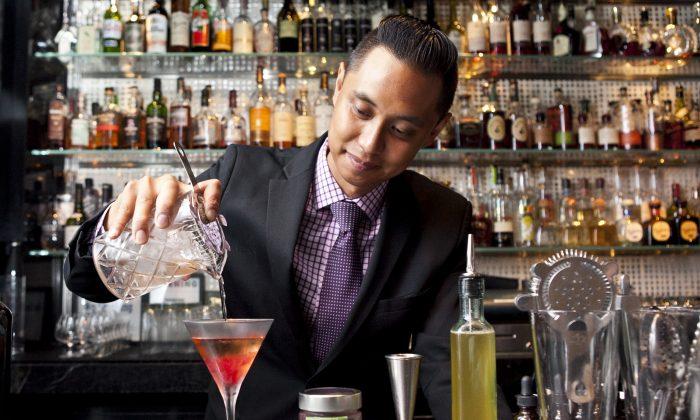 Bar Pleiades head bartender Darryl Chan pours a Rose to the Bottom. (Samira Bouaou/Epoch Times)