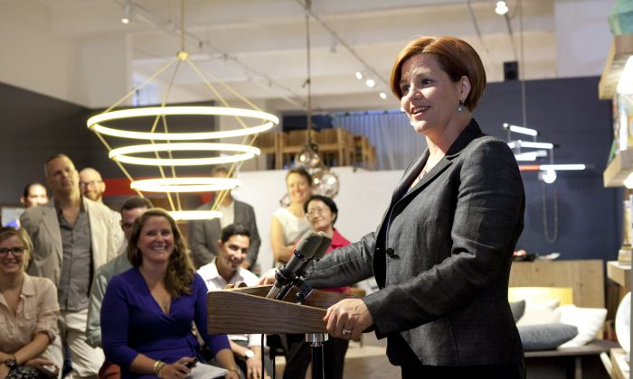 Mayoral candidate and City Council Speaker Christine Quinn announces a program to help New York designers design furnishings for planned city construction projects outside The Future Perfect, on Aug. 14. (Samira Bouaou/Epoch Times)
