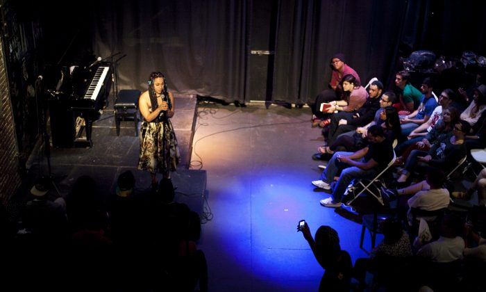 Sarah Barnes reads a poem at the Nuyorican Poet's Cafe in New York, Aug. 19. (Samira Bouaou/Epoch Times)