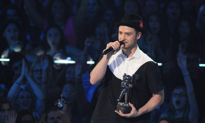 """Justin Timberlake accepts the video of the year award for """"Mirrors"""" at the MTV Video Music Awards on Sunday, Aug. 25, 2013, in Brooklyn. (Charles Sykes/Invision/AP)"""