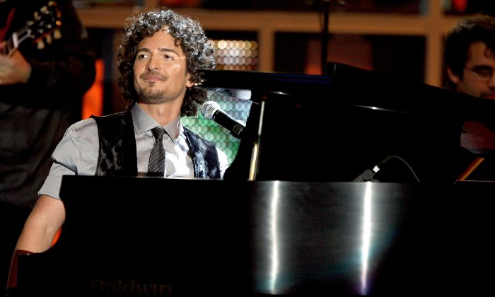 Musician Tommy Torres performs onstage during the 9th annual Latin GRAMMY awards held at the Toyota Center on November 13, 2008 in Houston, Texas. (Kevin Winter/Getty Images)