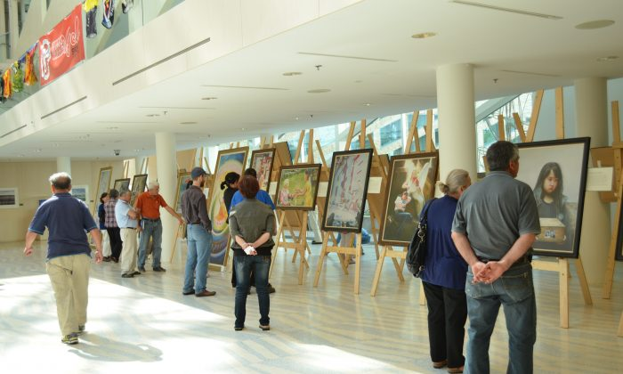 Visitors attend the Art of Zhen, Shan, Ren International Exhibition on its opening day at Edmonton City Hall on Aug. 25, 2013. (Epoch Times)