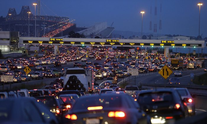 Commuters wait in standstill traffic to pay their tolls on the San Francisco-Oakland Bay Bridge in Oakland, Calif., July 1, 2013.   (AP Photo/Ben Margot)