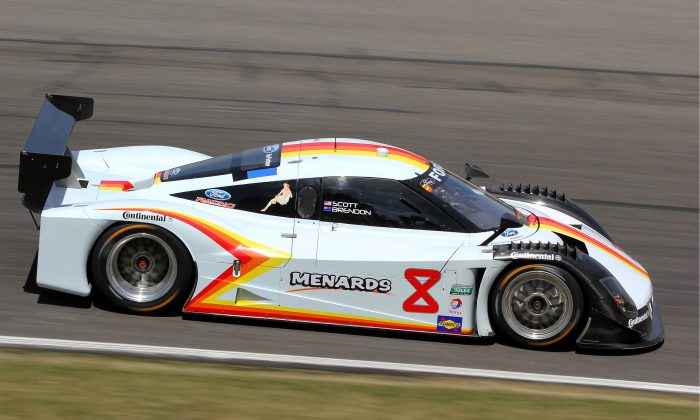 Brendon Hartley drove the #8 Starworks Riley-BMW to victory in the VisitFlorida.com Sports Car 250 at Road America. (Chris Jasurek/Epoch Times)