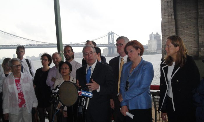 Brooklyn Borough President, Scott Stringer (center left) and Council Speaker Christine Quinn (center right) speak at a press conference on August 1, 2013 about the city's East River Blueway Plan to develop Manhattan's coastline from the Brooklyn Bridge up to East 38th Street under the Brooklyn Bridge, New York City. (Sarah Matheson/Epoch Times)