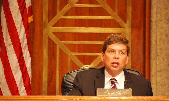 Senator Mark Begich (R-Ark.) presides over a hearing on disaster preparedness in the National Capital Region. Begich is chairman of the Subcommittee on Emergency Management, Intergovernmental Relations and the District of Columbia of the U.S. Senate Committee on Homeland Security and Governmental Affairs. (Ron Dory/Epoch Times)