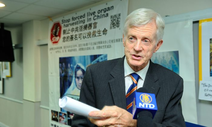 """David Kilgour meets the press after giving a talk at the Theater of the Federation of Medical Societies in Hong Kong on July 20, 2013. On July 19, Kilgour, the co-author with David Matas of """"Bloody Harvest: Organ Harvesting of Falun Gong Practitioners in China,"""" attended an event at the Federation of Medical Societies called """"Stop Organ Harvesting in China Day."""" (Epoch Times)"""