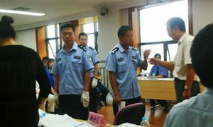 Court in China Adjourns With Lawyer Being Beaten