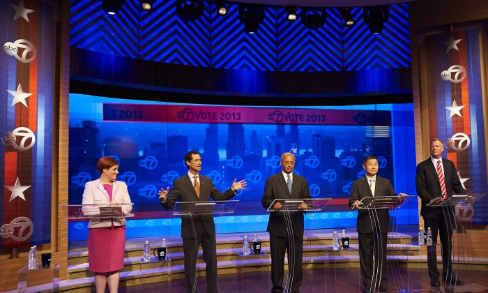 New York City Democratic mayoral candidates participate in the first primary debate for New York City mayor in the WABC/Channel 7 studios on Tuesday, Aug. 13, 2013 in New York, N.Y. From left are Christine Quinn, Anthony Weiner, Bill Thompson, John Liu, and Bill de Blasio. (AP Photo/New York Daily News, James Keivom)