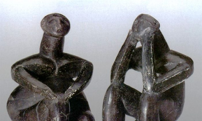 The Thinker of Hamangia (R) and his lady friend, thought to be created by the same hand. (WikiMedia Commons)