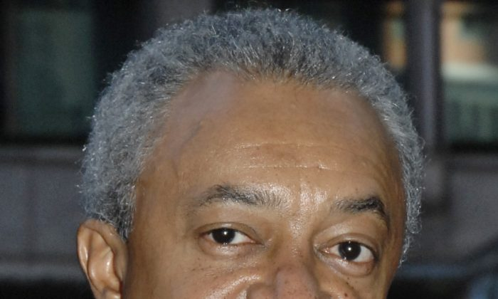 Stanley O'Neal, Chairman and CEO of Merrill Lynch & Co., arrives at a New York conference center Wednesday, Nov. 1, 2006. O'Neal gave a deposition in a racial discrimination lawsuit filed by Merrill Lynch broker George McReynolds against the world's largest brokerage. McReynolds, who joined Merrill in 1983, works in the company's Nashville office. (AP Photo/ Louis Lanzano)
