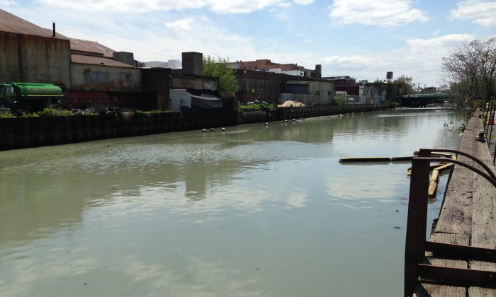 """The Gowanus Canal, nearby a waste-water pump, May 2013. New York city council members and the Department of Environmental Protection (DEP) are planning on building a """"sponge park,"""" designed to capture storm water that flows from 2nd Street to the Gowanus Canal in Brooklyn.  The projected completion of the prototype green infrastructure park is the summer of 2015. (Ivan Pentchoukov/Epoch Times)"""