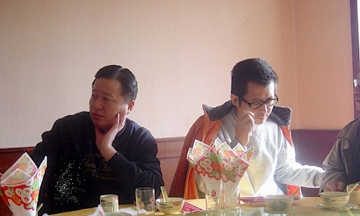 Gao Zhisheng (L) and Guo Feixiong (R) at a restaurant in 2006.