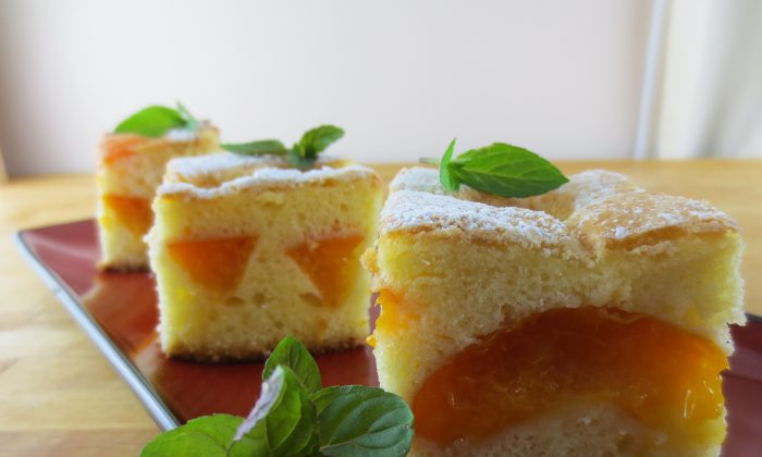 Enjoy the full, rich flavour of fresh apricots in this delicate sponge cake. (Maria Matyiku/Epoch Times)
