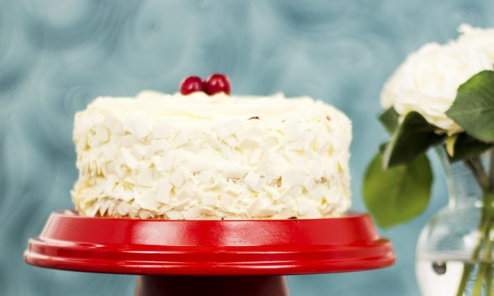 Make your own terracotta cake stand for a perfect presentation of your cake. (CHT Media)
