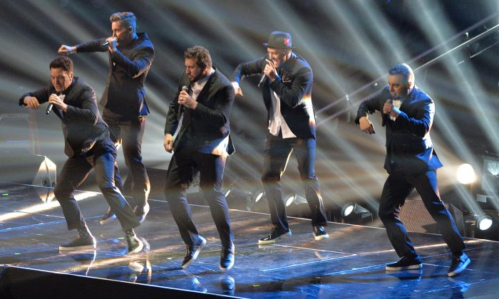 (L-R) Chris Kirkpatrick, Joey Fatone, Justin Timberlake, JC Chasez and Lance Bass of 'N Sync perform during the 2013 MTV Video Music Awards at the Barclays Center in the Brooklyn borough of New York City on Aug. 25, 2013. (Rick Diamond/Getty Images for MTV)