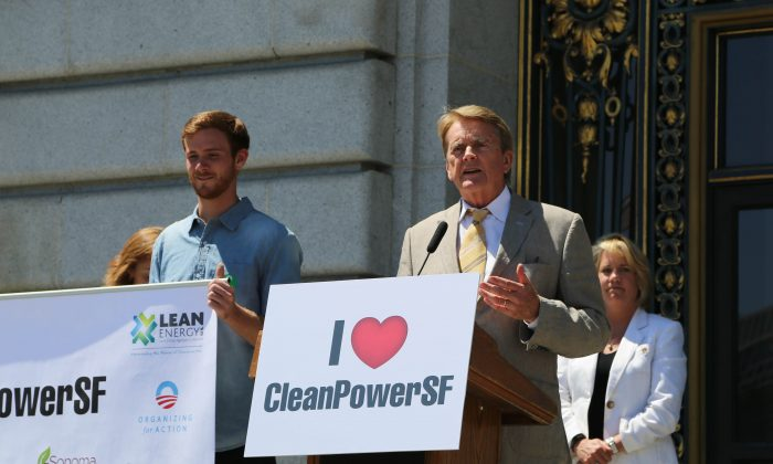 William Reilly, chairman emeritus of the Board of World Wildlife Fund, speaks at a rally in support of the CleanPowerSF program, at San Francisco City Hall, Aug. 13. (Christian Watjen/Epoch Times)