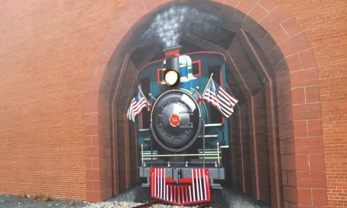The Train Project mural by Susan Harrell leads to connecting railroad tracks in Asheboro, N.C.. (Denise Darcel/Epoch Times)