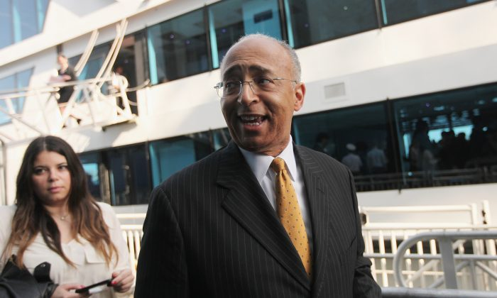 New York City mayoral candidate Bill Thompson departs a political forum on a boat in Manhattan on April 9, 2013 in New York City.  (Mario Tama/Getty Images)