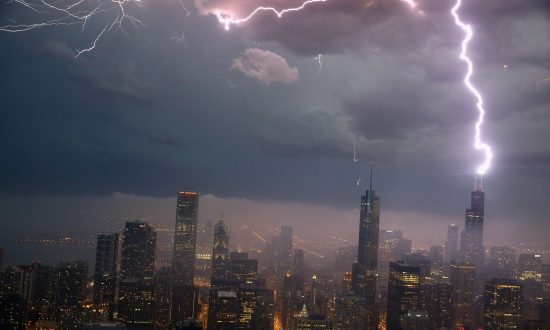 6 Warning Signs and the 16 Deadliest Places for Lightning Strikes