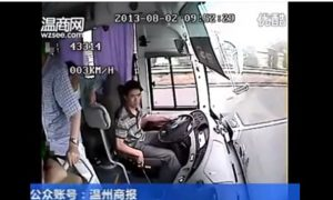 Bus Crash in China: Driver Reverses on Highway (+Video)