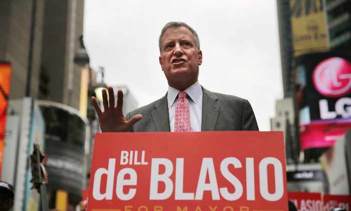 Public Advocate and New York City Mayoral candidate Bill de Blasio speaks at an endorsement in Times Square on August 13, 2013. (Spencer Platt/Getty Images)
