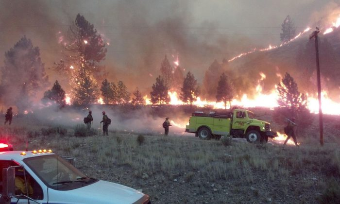 Firefighters battle the Elk Complex Fire in Idaho, which has burned over 110,000 acres as of August 14, 2013. (Inciweb)