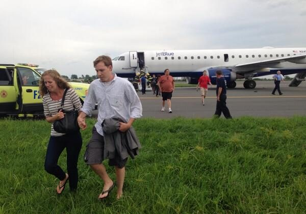 People exit a JetBlue plane that made an emergency landing at Philadelphia International Airport on August 18. (Courtesy of Laura-Chase McGehee)