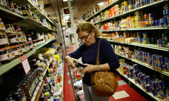 A woman examines a label  in a North Miami, Florida grocery story, file photo. (Joe Raedle/Getty Images)