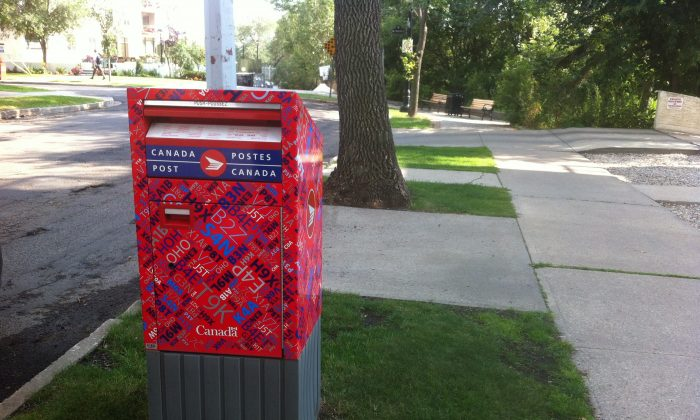 A report by the C.D. Howe Institute proposes more privatization in Canada's mail services to address Canada Post's financial troubles. (Omid Ghoreishi/Epoch Times)