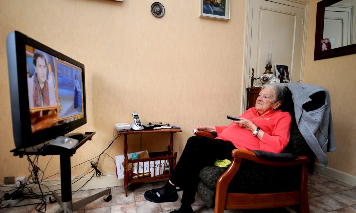 The National Senior's Council has made social isolation and its effect on seniors a new focus of study for 2013/14 with the aim of finding ways to prevent and reduce its incidence. (Jean-Pierre Clatot/AFP/Getty Images)